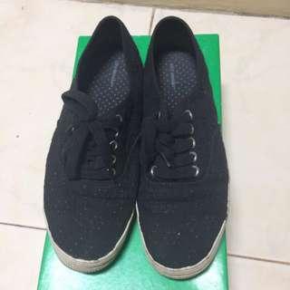 Sneaker Hitam - City Sneaks