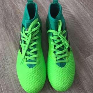 Adidass football shoes original