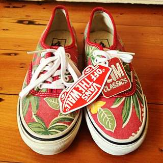 *REDUCED* BNWT Limited Edition Red Hawaiian Slim Classic Vans