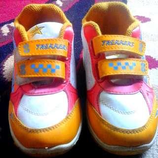 Sepatu Anak Brand Trekker