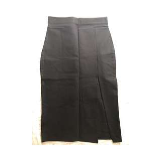 Black skirt w Slit Detail
