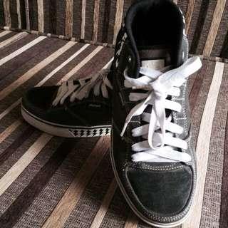 Sepatu Merek #element