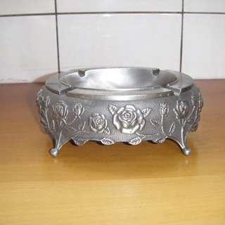 造型煙灰缸 金屬