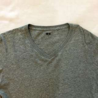 UNIQLO V-neck