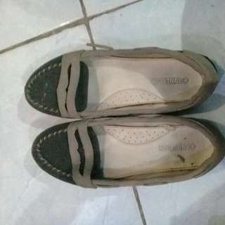 Sepatu Connexion