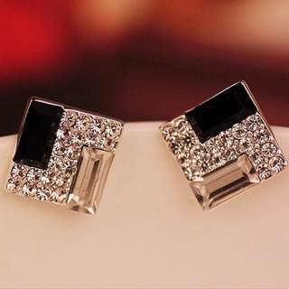 2017 New Hot ! Fashion Fine Jewelry Black And White Crystal Dazzling Rhinestone Temperament Square Stud Earrings