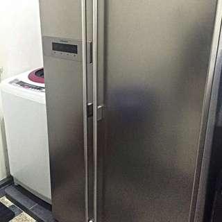 Twin Door Electrolux Refrigerator ESE5608