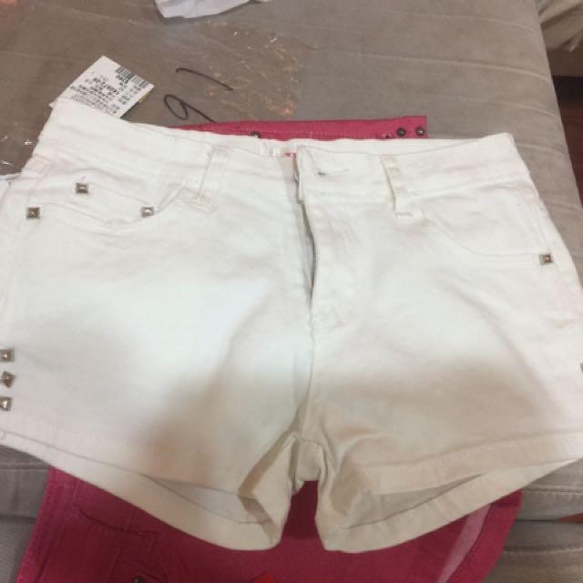 白色牛仔䤝釘褲m號(全新)