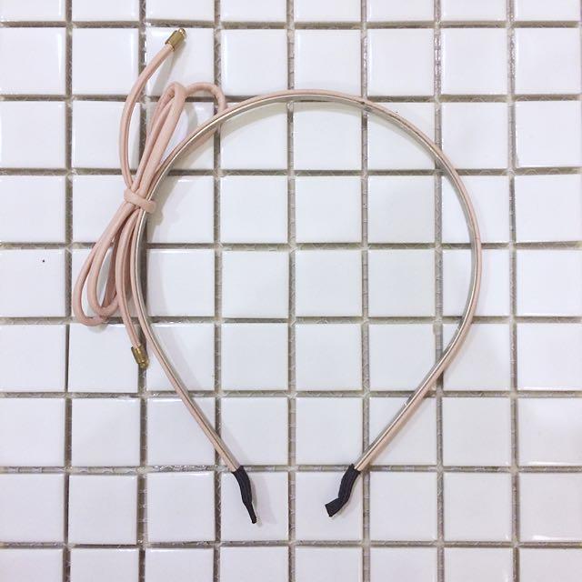 皮革蝴蝶結髮箍-粉膚色