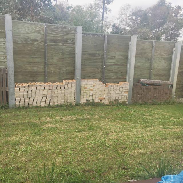 Approx 500 Bricks