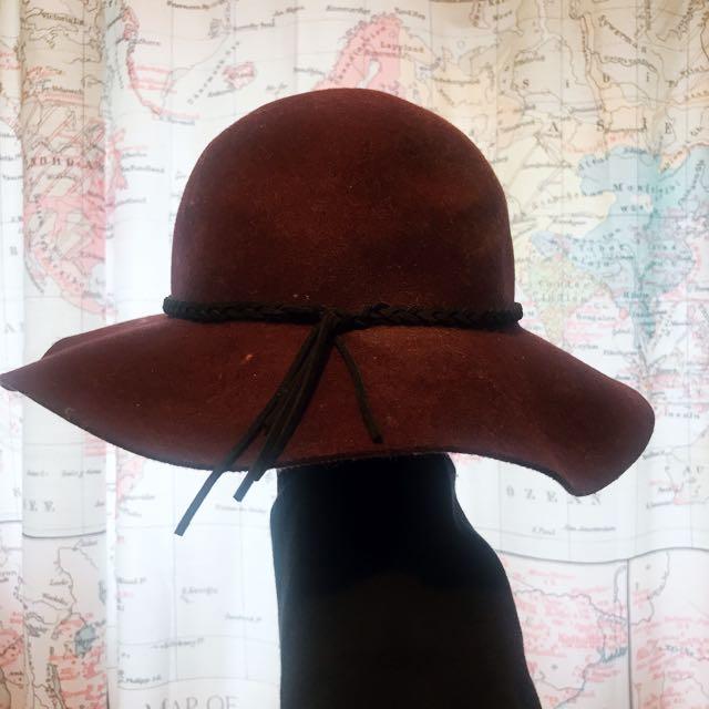 BURGUNDY FLOP HAT