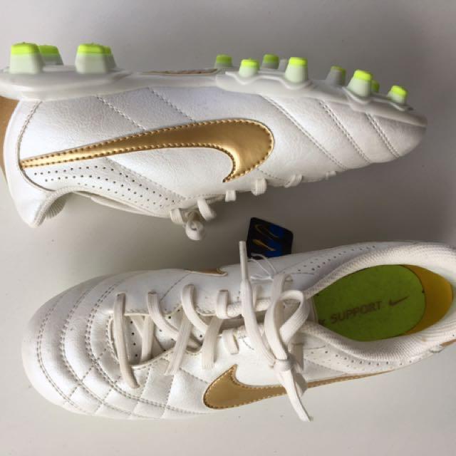 New Nike Football Boots EU36
