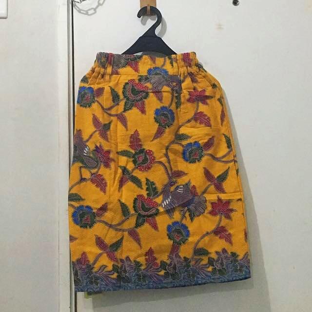 Rok batik kuning