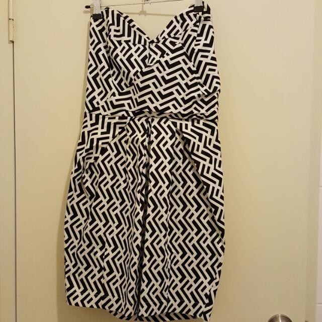 Strapless Sheike Geo Dress