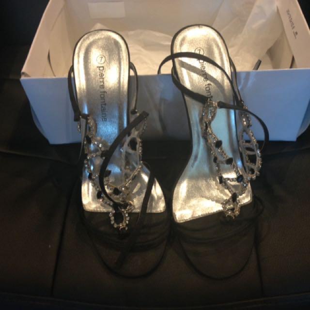 Woman's Shoe Size 7