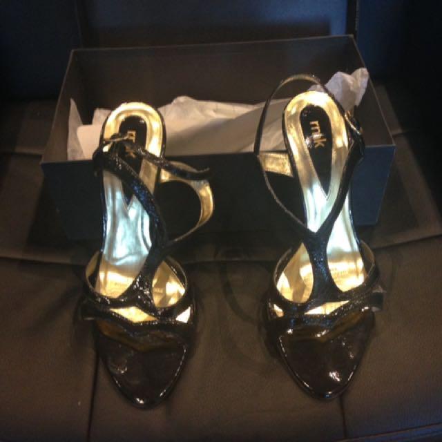 Woman's Shoes Size 7