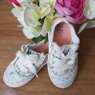 Preloved Baby Girl Sneakers