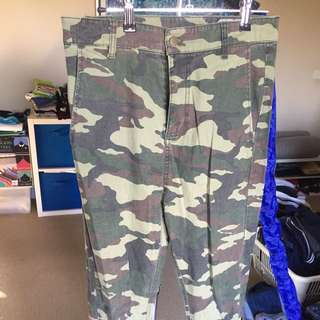 30 St&ard military camo green jeans