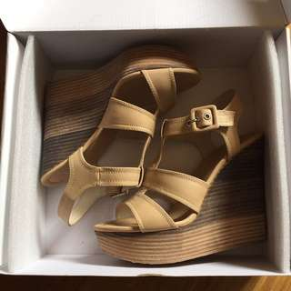 BETTS NUDE WEDGE SIZE 7