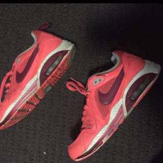 nike air maxes/ sneakers/ sport shoes