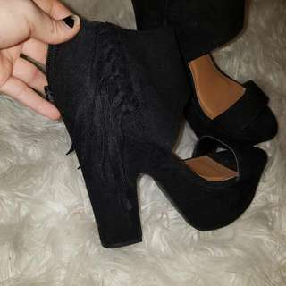 Size 8 MOOLOOLA Heels