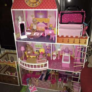 dolls House With Barbies And Clothes