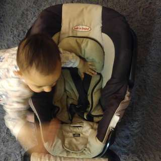 Safe & Sound Baby Capsule & Carseat.