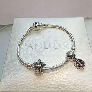 (全新)Pandora bracelet with 2 Charms