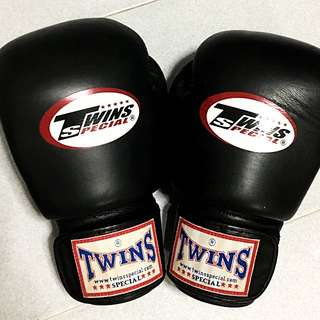Twins Boxing Gloves 16oz Black/red MMA