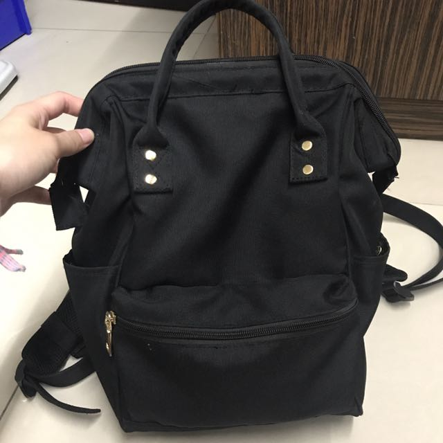 黑色後背包