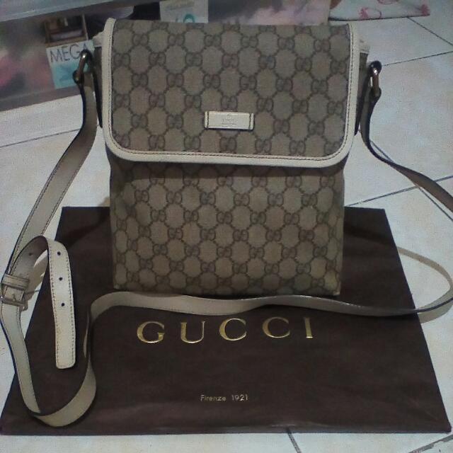 Authentic Gucci sling bag W21cm x H26cm x D4.5cm Shoulder : -135cm