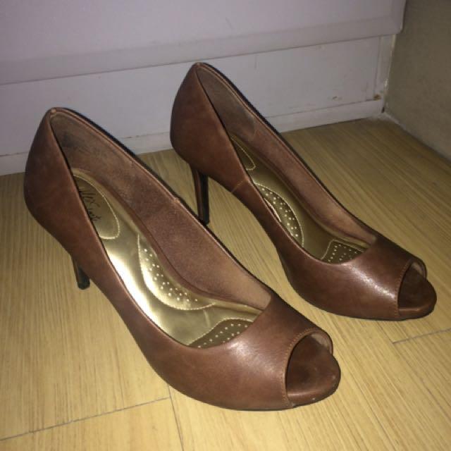 Comfy Peeptoe Shoes Size 7.5