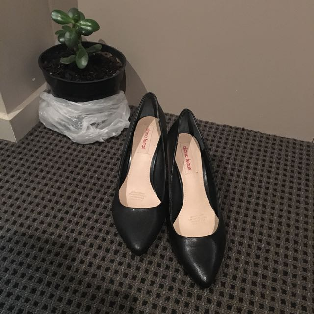 Diana Ferrari Black Wedges