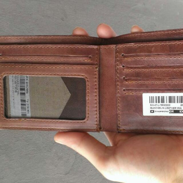 Dompet kulit asli bukan sintetis
