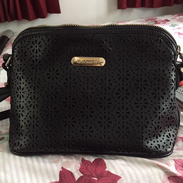 Elizabeth Sling Bag in Black