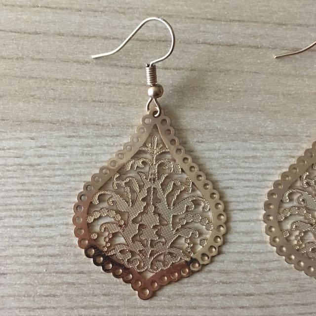 GOLD LEAFY EARRINGS