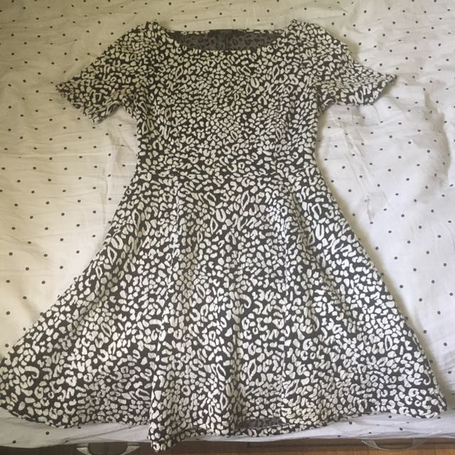 Guess Black And White Dress With Opening In Back