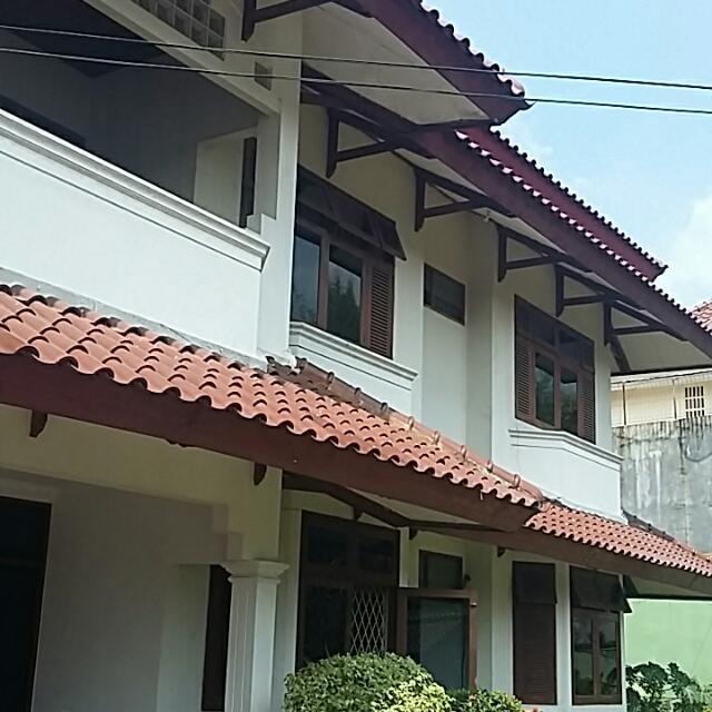 Rumah LT 1000 M2- Swim. Pool