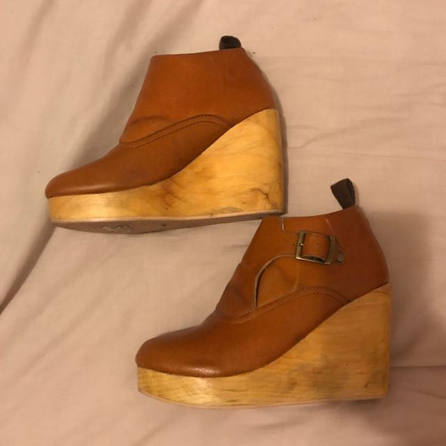 SOLES Society Tan Leather Clogs