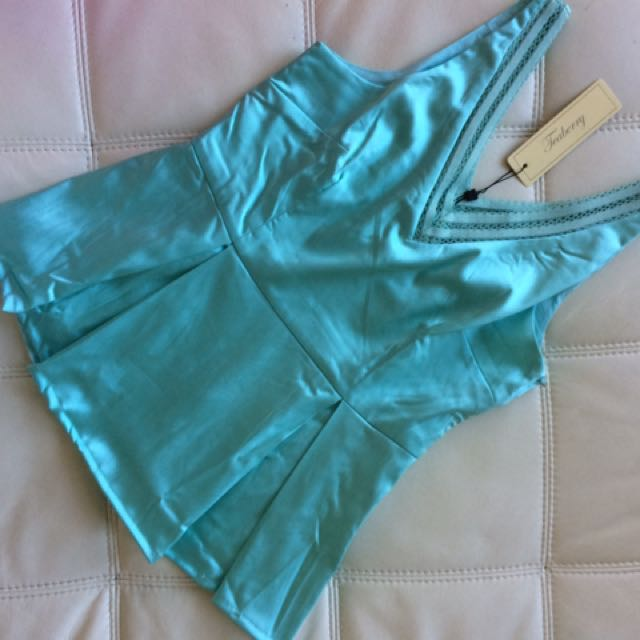 Teaberry Party Peplum Top In Mint