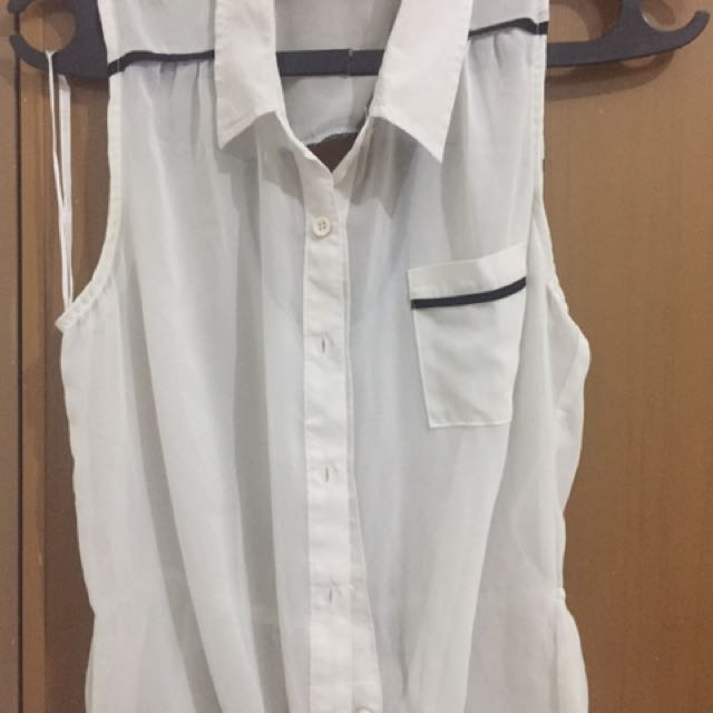 White Top Shirt / Kemeja Putih