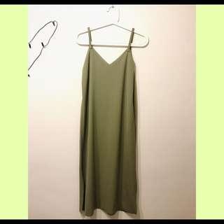 💚草綠色細肩帶洋裝