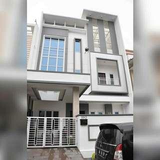 Rumah Mewah 3 1/2 Tingkat Di Komplek Cemara Asri Medan