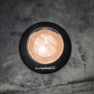 *REDUCED* MAC Mineralized Skin Finish - Soft And Gentle