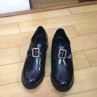 黑色漆皮孟克鞋
