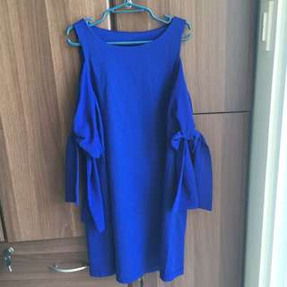 Blue Dress With Adjustable Sleeves