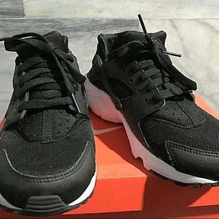 🚚 黑白武士鞋gs  23.5