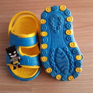 Sepatu Sendal Batman Yellow