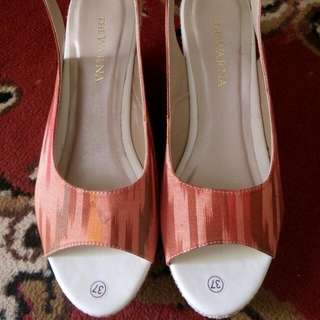 The Warna Shoes Size 37.