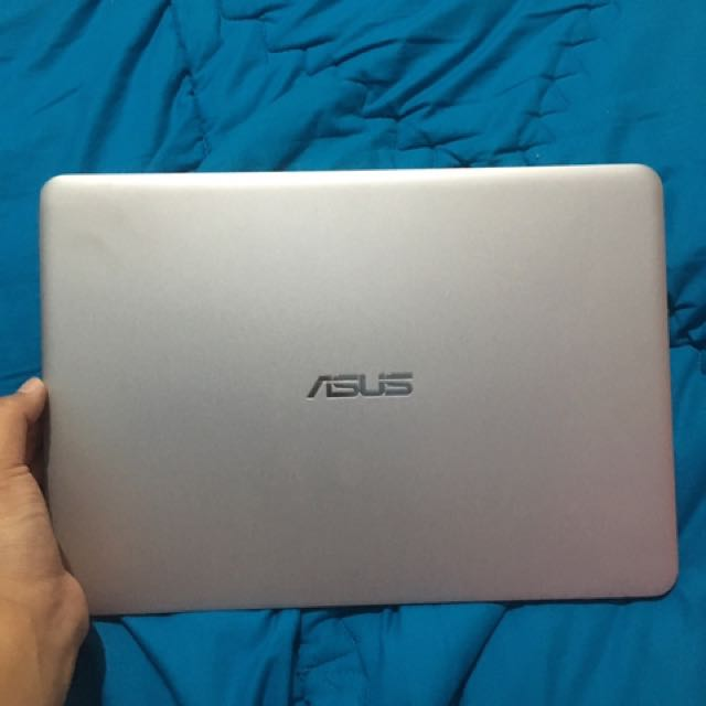 ASUS Laptop / Notebook UX305F Super Tipis